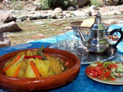 piatto cibo e thè marocchino
