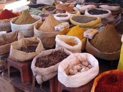 sacchi con spezie mercato Marrakech