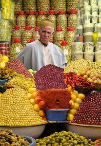 venditore di agrumi mercato di marrakech